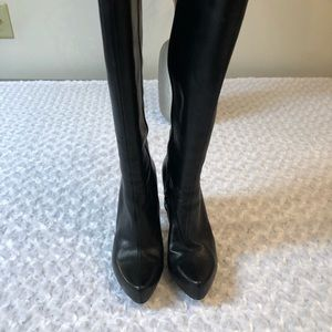 Guess ladies black leather boots size 81/2